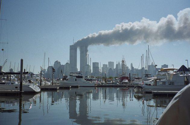 Reinhard Kargers Fotografien vom 11. September 2001 dokumentieren den Angriff auf die Twin Towers des World Trade Center. Sie sind ein zentraler Bestandteil der Ausstellung, die noch bis Mitte September in der Sulb zu sehen sein wird. Copyright: Reinhard Karger