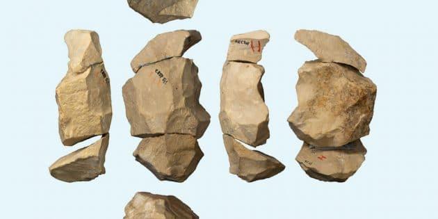 Mittelpaläolithischer Kern aus der Heidenschmiede: Durch Zusammensetzen dieser Steinartefakte konnte das Forschungsteam das verzweigte Herstellungskonzept nachvollziehen. Copyright/Copyright: Jens A. Frick / Universität Tübingen