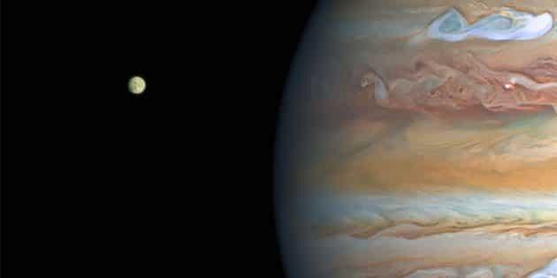 Hubble-Aufnahme des Jupiters mit seinem größten Mond Europa (l.). Copyright: NASA, ESA, A. Simon (Goddard Space Flight Center), and M. H. Wong (University of California, Berkeley) and the OPAL team.